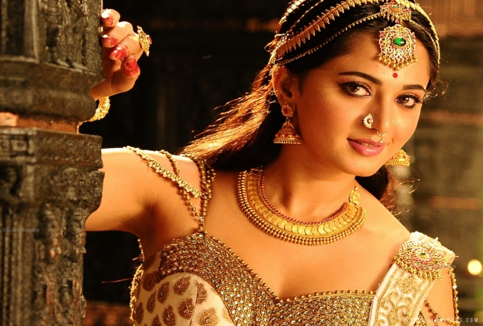 give Actress Anushka's contact details