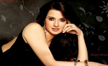 give Actress Saloni's contact details